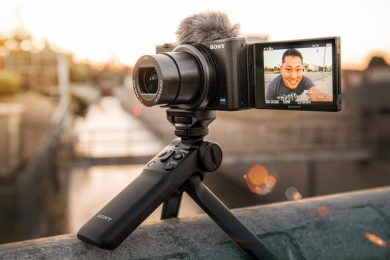 Sony ZV-1 | Best Youtuber & Vlogger Camera that fits in your Pocket???